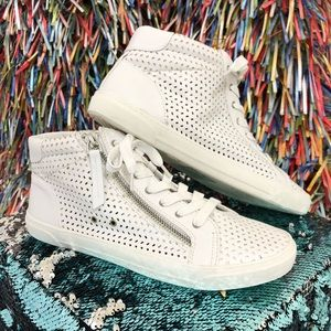 Gently pre-owned DV sneakers.size 10